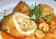 Καλαμαράκια γεμιστά με ρύζι, κουκουνάρι και ντομάτα http://www.cookbox.gr/basiko-sustatiko/psaria-thalassina/malakia/kalamarakia-gemista-me-ruzi-koukounari-kai-ntomata