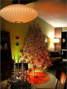 Vintage Christmas Tree! Why do I want to decorate like this today?