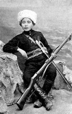 Armenian boy Armenian History, Armenian Culture, Churchill, Old Photos, Vintage Photos, Armenian Military, Women In History, Military History, Revolutionaries