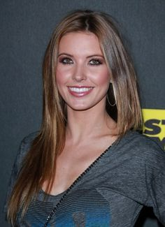 Audrina Patridges long, straight hairstyle