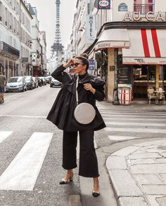 Stella Asteria in Paris - Total black look with Chanel slingbacks and Louvres bag