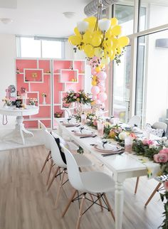 What's more fun than dressing up for a dinner party with your closest gals? Not much, we say! So, we're totally jealous of this this mod Galentine's Day party Tara Berger, of One Stylish Party, threw with her BFFs.
