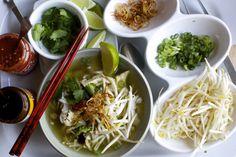 8 restaurants asiatiques où tu peux manger pour moins de 10$ | Narcity Montréal