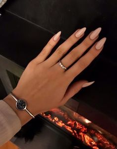 Discovered by Mané. Find images and videos about nails, Nude and nude nails on We Heart It - the app to get lost in what you love. Chic Nails, Classy Nails, Stylish Nails, Trendy Nails, Acrylic Nails Nude, Almond Acrylic Nails, Gel Nails, Nude Nails With Glitter, Long Almond Nails