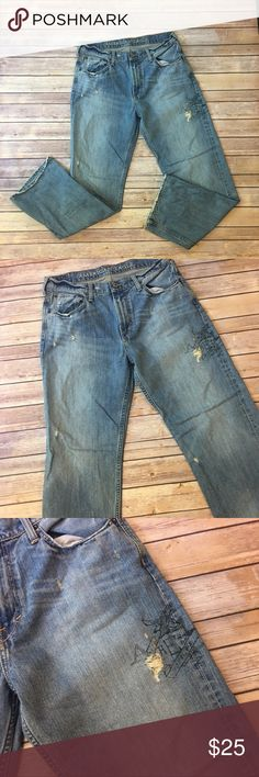 """Men's American Eagle Outfitters Low Loose Jeans Men's American Eagle Outfitters Low Loose Jeans 32 waist 32"""" inseam. Distressed look with an American Eagle Print on thigh American Eagle Outfitters Jeans"""