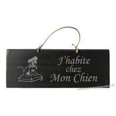 """Plaque en bois """" J'habite chez mon chien """" déco Chien fond Noir"""