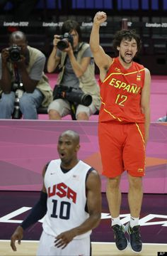 Spain's Sergio Llull reacts behind USA's Kobe Bryant  Gold Medal Match