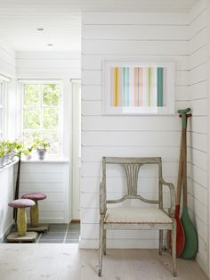 white-wooden-walls-and-white-washed-floor via skonahem