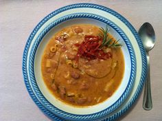 PASTA E FAGIOLI DELLA NONNA   Loris Marchesini    Pasta e fagioli è un classico della cucina italiana e non solo, é sicuramente tra i più conosciuti al mondo ma, alcuni passaggi la rendono deliziosa. Fagioli lessati con sedano carote e cipolla, pancetta rosolata con un battuto di rosmarino filo d'olivo macinata di pepe e BUON APPETITO    www.golositalia.it