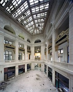 David Whitney building Yves Marchand & Romain Meffre Photography - The Ruins of Detroit Abandoned Buildings, Abandoned Malls, Abandoned Property, Abandoned Mansions, Old Buildings, Abandoned Places, Haunted Places, Abandoned Vehicles, Abandoned Ships