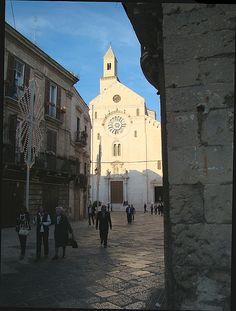 Luce - bari, Bari
