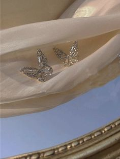 Gold Aesthetic, Classy Aesthetic, Aesthetic Vintage, Unique Earrings, Gold Earrings, Expensive Jewelry, Butterfly Earrings, Jewelery, Jewelry Rings