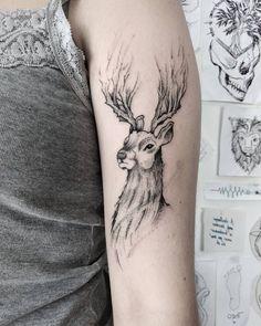 Bruno, mdnttt tattoo, tattoo Idee, tattoo idea, tattoo vienna, tattoo Wien, tattoo Oberarm, tattooed girls, tattoo women, tattoo Frauen, sketchy tattoo, sketch, patronus tattoo, deer, Hirsch, illustration, drawing