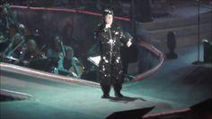 Renato Zero in concerto completo Alt - YouTube