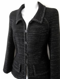 """Couture et Tricot: Chanel jacket eye-candy (part – Para """"babar"""" e inspirar-se: jaquetas Chanel (parte Ladies Suit Design, Chanel Style Jacket, Sewing Coat, How To Make Scarf, Chanel Couture, Bespoke Tailoring, Womens Fashion For Work, Tweed Jacket, Sewing Tips"""