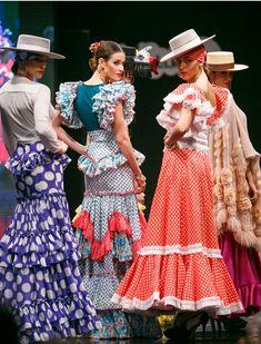 «Caprichosa» es la nueva colección de Mario Gallardo, ganador del primer premio en el Certamen de Noveles de la Pasarela de Jerez en 2013. SIC Fotógrafos Flamenco Costume, Flamenco Dresses, Spanish Dress, Spanish Fashion, Steampunk Fashion, Carnival, Runway, Culture, Dance