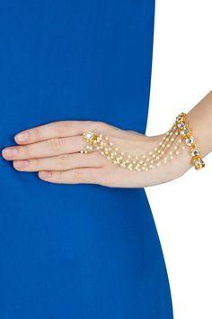 Kundan stones and multiple pearls beaded chain haath phool. Indian Jewelry Sets, Indian Wedding Jewelry, Bridal Jewelry, Pearl Jewelry, Antique Jewelry, Jewelery, Hand Bracelet, Bangle Bracelets, Pakistani Jewelry