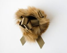 lion bow pin