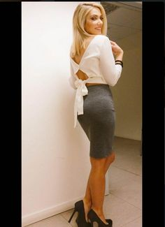 Chic girl, Elena Papavassiliou @ 'Mes stin Kali Chara'! #BSB_collection Chara, Celebrities, Skirts, How To Wear, Collection, Fashion, Moda, Celebs, Skirt
