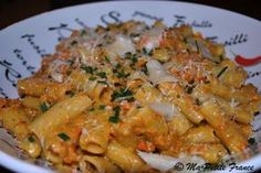 Rigatonis aux légumes sauce mascarpone (carottes, poivron rouge, oignon, ail, champignons de Paris, mascarpone, parmesan, sauce tomate, persil, huile d'olive, sel/poivre) Veggie Recipes, Pasta Recipes, Vegetarian Recipes, Cooking Recipes, Healthy Recipes, Rigatoni, Confort Food, Salty Foods, Al Dente