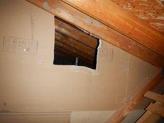 Des trous sont parfois créés pour différentes raisons, comme une ventilation à travers la séparation coupe-feu dans le grenier : c'est une discontinuité et de plus cela annule la résistance au feu. De plus si les joints des panneaux de gypse ne sont pas complétés, la séparation n'assure pas son rôle. Gypse, Comme, Stairs, Home Decor, Wall, Stairways, Homemade Home Decor, Ladder, Decoration Home