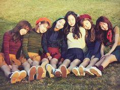 A-Pink : Park Cho-rong, Yoon Bomi, Jung Eun-ji, Son Na-eun, Kim Nam-joo, Oh Ha-young