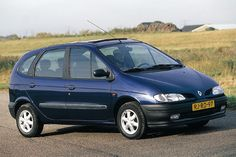 Renault Megane Scenic.     Dark green