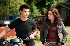 Still of Kristen Stewart and Taylor Lautner in The Twilight Saga: Eclipse