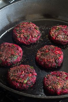 BEET BURGER RECIPE Beetroot is one of the healthiest veggies you can find. It is full with iron, potassium, magnesium, calcium, fiber and vitamin C. Beetroot Burgers, Vegan Burgers, Lentil Burgers, Healthy Breakfast Recipes, Healthy Snacks, Vegetarian Recipes, Tvp Recipes, Cheap Recipes, Vegan Recipes