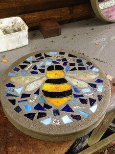 Mosaic bumble bee stone