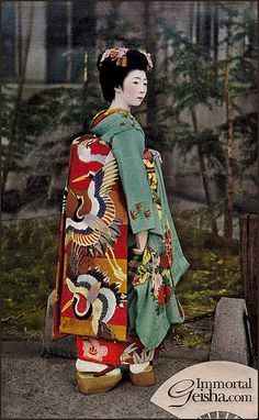 Maiko with Crane Obi Sash Japanese Taishô–early Shôwa era Artist Unknown, Japanese Place of Creation: Japan Vintage Japanese, Japanese Art, Japan Tag, Memoirs Of A Geisha, Kimono Design, Turning Japanese, Sari, Japanese Textiles, Yukata