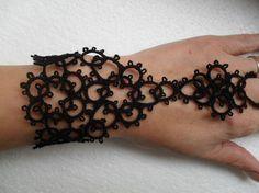 Bracelet noir en dentelle frivolite, mitain noir