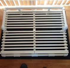 Free plans and pictures of PVC pipe projects. raised dog bed for my puppers. Pvc Pipe Crafts, Pvc Pipe Projects, Diy Projects To Try, Puppy Beds, Pet Beds, Pvc Dog Bed, Raised Dog Beds, Dog Rooms, Pet Furniture