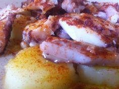Pulpo con cachelos. Tradición gallega con todo el sabor. Restaurante Vinoteo Oviedo. c/ Campoamor, 29, Oviedo. T 984 08 16 96 #Asturias #Gastronomía #Calidad #ComidaCasera #Menu #HoraDeCenar #HoraDeComer #Comida #Comer #OviedoEstaDeModa #Foodie #FoodieLovers #Menú #GastroLovers #Fame #Vino #Vinos #IrDeVinos #Gastronomia #FoodPorn #Yummy