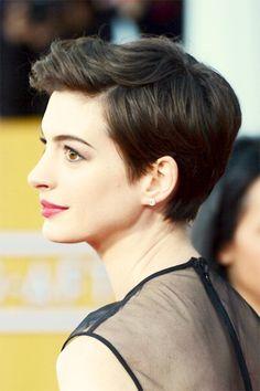 Anne Hathaway at the 2013 SAG Awards #ShortHair #AnneHathaway #SAGAwards