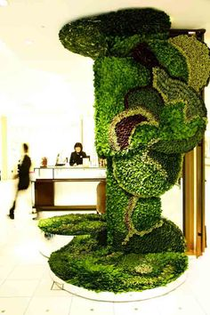 Green Walls and Living Sculpture Blend Art and Fashion | Urban Gardens