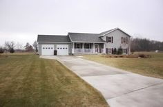 4 BD Newer Build on 1  acres, Move-in Condition!