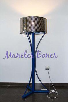 it's a dryer drum turned into a lamp... Lámpara hecha con un tambor de lavadora