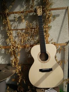 Look I'm building a guitar!- Quite literally everyone elseHi and welcome to my longest woodworking project so far. Acoustic Guitar Pictures, Learn Acoustic Guitar, Acoustic Guitars, Woodworking Skills, Custom Woodworking, Woodworking Projects, Diy Awning, Funny Videos Clean, Easy Wood Projects