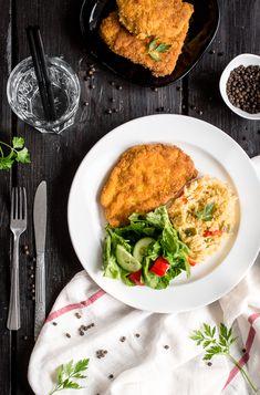 Kotlet z kurczaka w płatkach kukurydzianych Salmon Burgers, Dinners, Eat, Ethnic Recipes, Food, Dinner Parties, Food Dinners, Essen, Meals