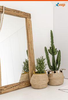 Anote dicas para aumentar o tempo de vida das plantas na decoração de casa: limpe o vaso e troque a água com frequência, e elimine pétalas e folhas que forem perdendo beleza. Clique na imagem e anote outras dicas.