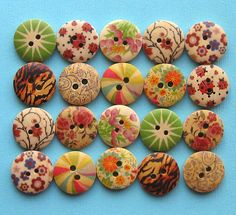 20 Painted Wood Buttons Floral Design by BohemianFindings on Etsy, $3.50