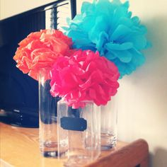 Homemade paper dahlias + free glass vases = AWESOME & cheap home decor. (: LOVE!