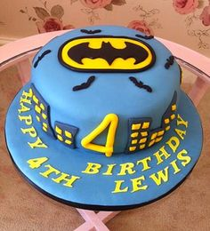 Best Batman Birthday Cakes Ideas And Designs Batman Birthday Cakes, Batman Party, Cupcake Cakes, Cupcakes, Superhero Cake, Happy Birthday, Birthday Ideas, Cake Toppers, Party Themes