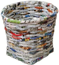 Manualidades de papel periódico, cesto de basura.                              …