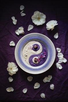 Blackberry and coconut yinyang bowl