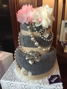 "Towel cake for a wedding shower. Bride is using jewelry to make bouquets for the big day - accessorized the ""cake""with pieces she could … Mothers Day Baskets, Gift Baskets For Women, Wedding Gift Wrapping, Wedding Boxes, Kitchen Towel Cakes, Wedding Towel Cakes, Towel Crafts, Raffle Baskets, Gift Cake"