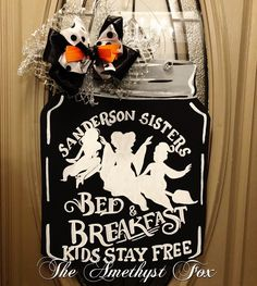 Halloween Vinyl, Halloween Signs, Halloween 2020, Holidays Halloween, Halloween Ideas, Halloween Decorations, Halloween Door Hangers, Fall Door Hangers, Burlap Door Hangers