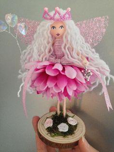Fairy Crafts, Doll Crafts, Diy Doll, Flower Crafts, Fun Crafts, Diy And Crafts, Arts And Crafts, Mini Fairy Garden, Fairy Clothes