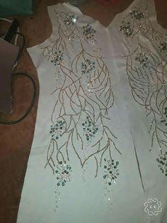 Takchita Zardozi Embroidery, Hand Embroidery Dress, Kurti Embroidery Design, Bead Embroidery Patterns, Couture Embroidery, Embroidery Fashion, Hand Embroidery Designs, Ribbon Embroidery, Abaya Designs
